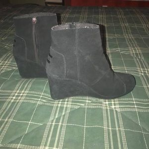 Toms Wedge Booties Size 9